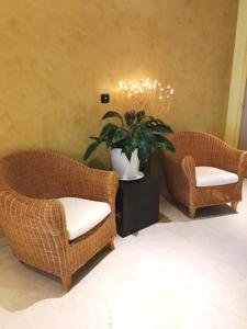 A seating area at Arthur Properties Bel Air