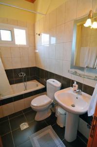 A bathroom at Sikoudis Gorgona Beach