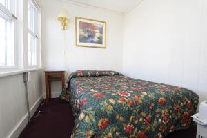 A bed or beds in a room at Shore Beach Houses - 119 F Franklin Avenue