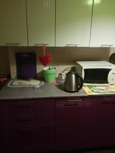 A cozinha ou cozinha compacta de Always at Home Apartment On Shоlohova 17