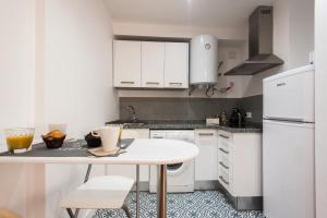 A kitchen or kitchenette at Apartamento Monsalves