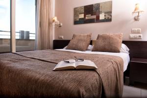 Voodi või voodid majutusasutuse Apartamentos Mediterráneo Real toas