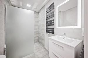 A bathroom at Good Time Apartments - Bóżnicza i Małe Garbary