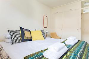 Ein Bett oder Betten in einem Zimmer der Unterkunft Classic Central London Home by Farringdon