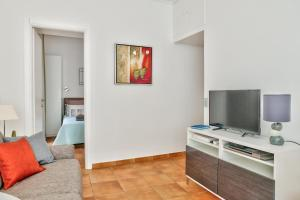 A television and/or entertainment centre at L'Olivette