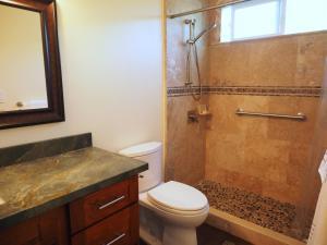A bathroom at Blue Manoa Studios