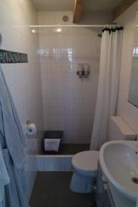 Ein Badezimmer in der Unterkunft Smederij aan Zee