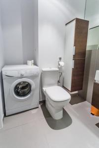 Vonios kambarys apgyvendinimo įstaigoje Executive Suites Postepu