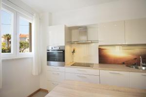 A kitchen or kitchenette at Apartment Marieta