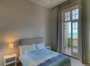 A bed or beds in a room at Surferscorner Self Catering Apartments