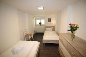 A bed or beds in a room at Apartments Rose & Sonnenblume