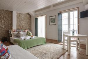 A bed or beds in a room at My Bairro Alto Suites