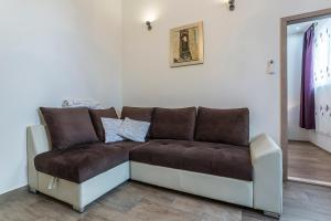 A seating area at Apartments Ivan i Toma