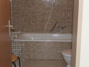 Ein Badezimmer in der Unterkunft Luxurious Apartment in Niedergebisbach with Sun Terrace