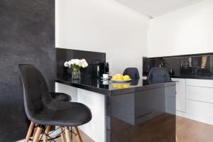 A kitchen or kitchenette at Apartament Bóżnicza Centrum