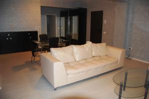 A seating area at Apartament Casino