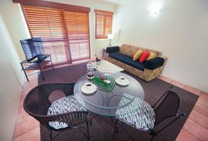A seating area at Inn Cairns