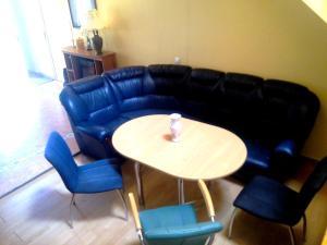 A seating area at Dom y morya na Tsentralnoi