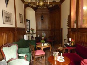 Ein Sitzbereich in der Unterkunft Cafe 28 & Pension am Markt