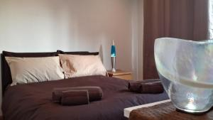 A bed or beds in a room at Next London Eye Appartment