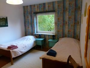 Ein Bett oder Betten in einem Zimmer der Unterkunft Ferienwohnung Garten Eben