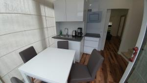 A kitchen or kitchenette at Apartment Jesse