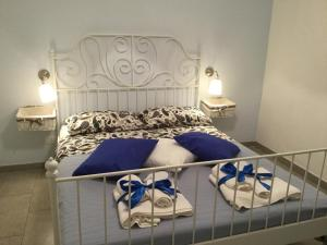 A bed or beds in a room at Case Vacanze Le Rose