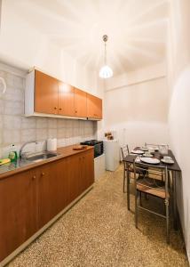 Η κουζίνα ή μικρή κουζίνα στο All4Greece Lemesou