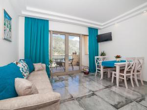 A seating area at Apartments Castello