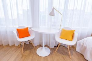 A seating area at Brera Serviced Apartments Munich