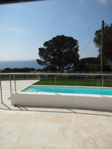 The swimming pool at or close to Villa La Menade