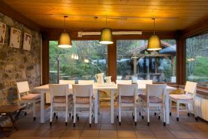 Un restaurante o sitio para comer en Casa Rural Andutza