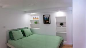 A bed or beds in a room at Stay In Alfama