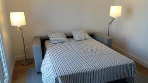A bed or beds in a room at Larramendi Terrace Apartment