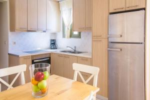 Una cocina o zona de cocina en Anassia Villas