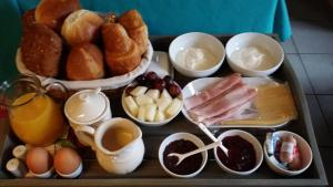 Breakfast options available to guests at Appartement Badnieuweschans