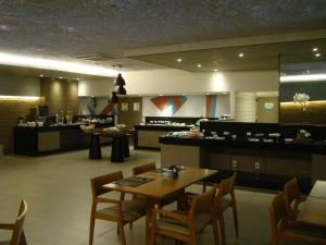 A restaurant or other place to eat at Flat 508 Recife
