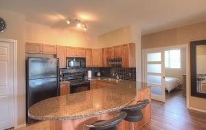 Una cocina o zona de cocina en Pinnacle Pointe Resort by Pinnacle Vacation Rentals
