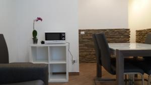 Uma TV ou centro de entretenimento em Nice Livings Lazzaroni