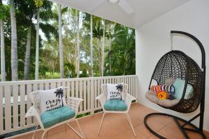 A balcony or terrace at Retro Port Douglas Apartments
