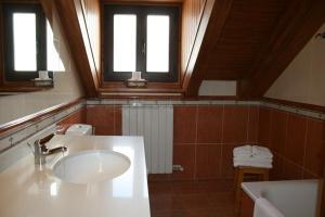 A bathroom at Apartamentos Les Picardes