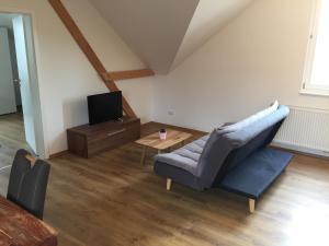 Ein Bett oder Betten in einem Zimmer der Unterkunft Ferienwohnung Schlössle Laufenburg