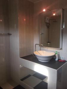 ห้องน้ำของ Hua Hin Palm Hills Golf Resort