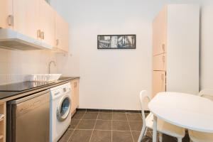 A kitchen or kitchenette at Berri apartment
