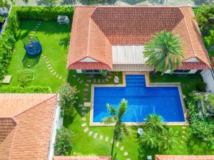 A view of the pool at View Talay Pool Villa Pattaya or nearby