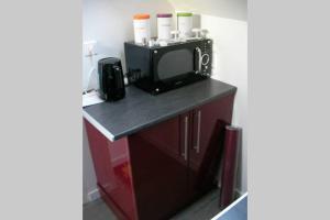 Cuisine ou kitchenette dans l'établissement Studio À Lonrai