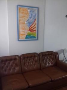A seating area at Apartamento Monica Enseada