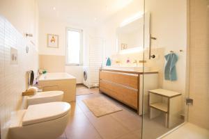 A bathroom at Gunther49