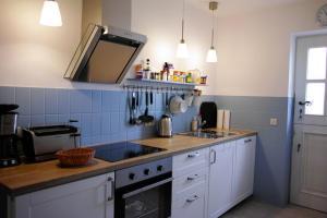 A kitchen or kitchenette at Ferienwohnung Kiefhuck