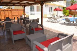 Ein Restaurant oder anderes Speiselokal in der Unterkunft Kremasti Memories